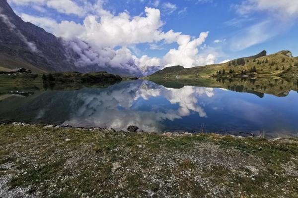 """""""W szumie alpejskiej kaskady. Inspirująca Szwajcaria""""."""